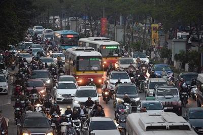 Hà Nội: Các tuyến phố nội đô ùn tắc cục bộ sau ngày làm việc cuối năm 2