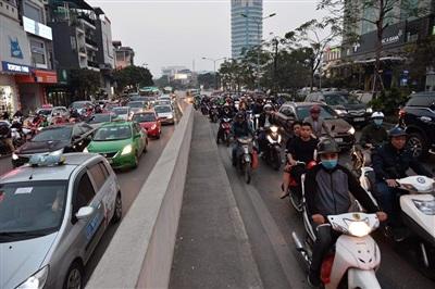 Hà Nội: Các tuyến phố nội đô ùn tắc cục bộ sau ngày làm việc cuối năm 8