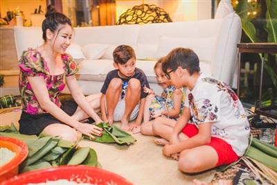 Hà Kiều Anh cùng 3 con.
