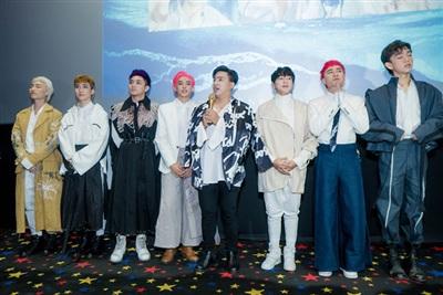 Nhóm nhạc Zero 9 gồm 7 thành viên do Tăng Nhật Tuệ đào tạo và debut showbiz Việt vàođầu năm 2018.