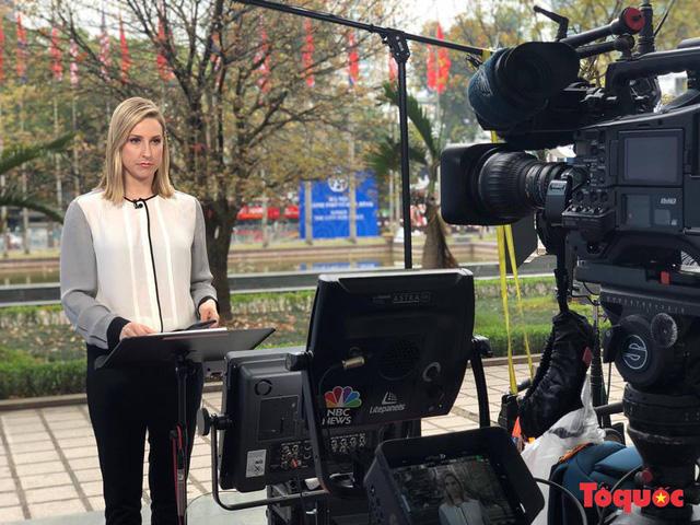 Lên sóng của kênh NBC News - Mỹ trực tiếp cuộc tiếp đón của Tổng Bí thư, Chủ tịch nước Nguyễn Phú Trọng với Tổng thống Mỹ D. Trump.