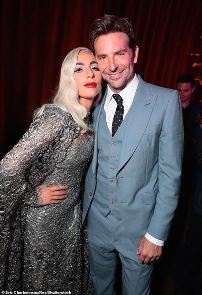 Fans phát hiện bằng chứng Lady Gaga và Bradley Cooper hôn nhau giữa tin đồn hẹn hò 0