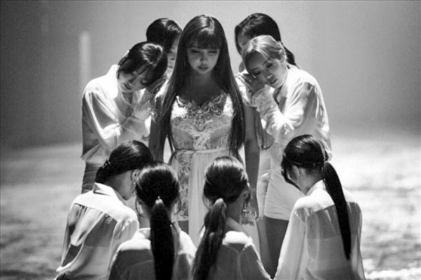 Nhưng mọi thứ giờ đây đã khác, rời khỏi YG, rời khỏi 2NE1, dù vẫn còn đông đảo người hâm mộ ở bên nhưng Park Bom vẫn phải làm lại từ đầu một cách đúng nghĩa.