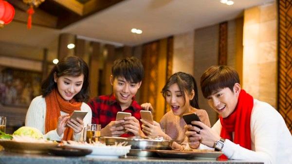 Các nhóm khen ngợi đang gây sốt ở mạng xã hội Trung Quốc.