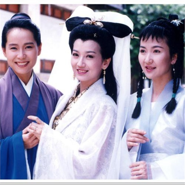 Và phiên bản 1992 rất thành công do Triệu Nhã Chi và Diệp Đồng đóng chính.