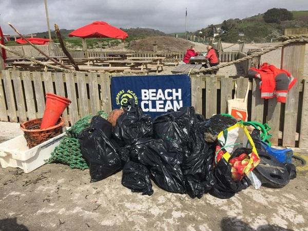 Bà cụ 70 tuổi dành cả năm dọn rác bờ biển Anh Quốc: Để cứu lấy hành tinh này thì không bao giờ là muộn 3