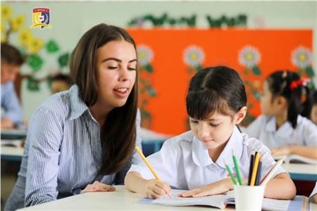 Royal School áp dụng mô hình Quốc tế Song ngữ theo tiêu chuẩn Cambridge