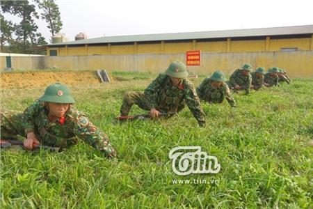 Chuyện lính mới nhập ngũ: Quỳ bắn súng tê buốt cả chân, trở thành 'chủ nợ' dù tháng chỉ lĩnh hơn 700 nghìn 1