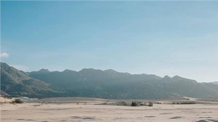 Vẻ khô hạn và những gì đặc sắc nhất của Ninh Thuận cũng thể hiện qua những đồi cát này.