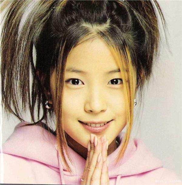 Vào thời điểm debut, BoA chỉ mới 14 tuổi.