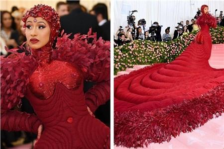 Cardi B khẳng định nữ quyền trong trang phục 'bê nguyên thảm đỏ' của Thom Browne.