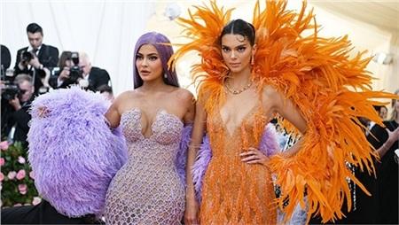 Chị em Kylie - Kendall xuất hiện lộng lẫy tại Met Gala 2019.