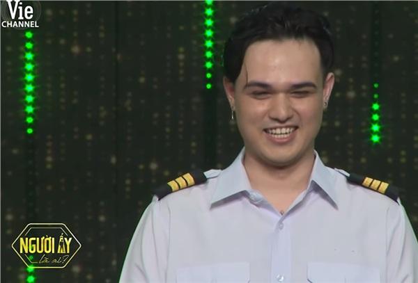Nụ cười hiền của chàng phi công khiến trái tim nhiều fan nữ trong chương trình tan chảy