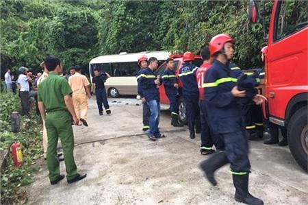 Thừa Thiên Huế: Xe khách đổ dốc tông vách núi, 14 sinh viên nước ngoài bị thương 0