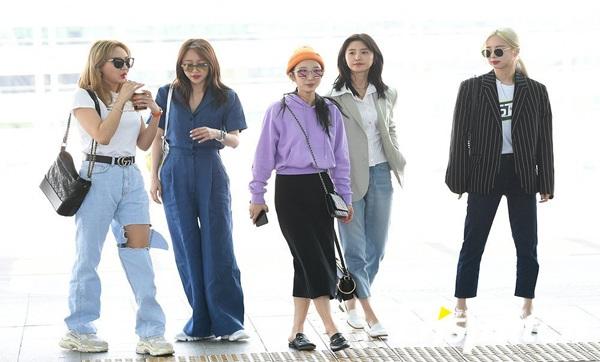 Hình ảnh cả nhóm rạng ngời tại Sân bay quốc tế Incheon trước thềm comback (LE ngoài cùng bên trái)