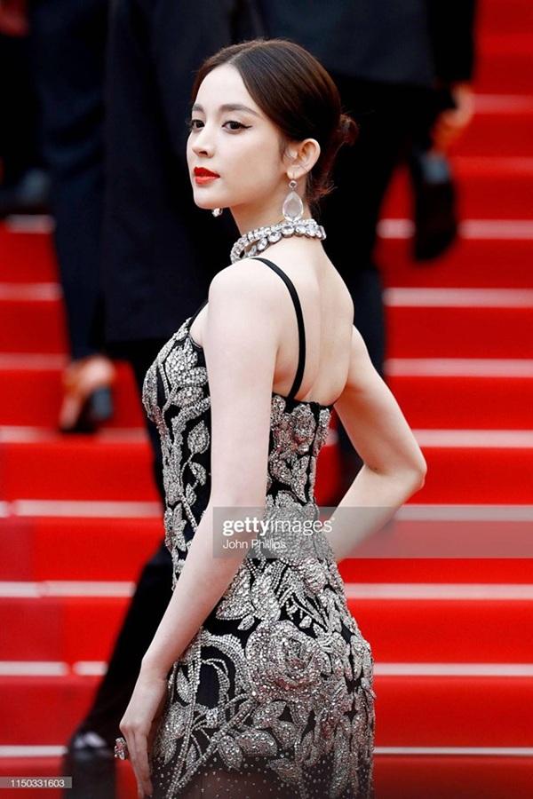 Thảm đỏ Cannes 2019 ngày 6: Cổ Lực Na Trát đẹp tựa nữ thần, Ngọc Trinh gây choáng váng với trang phục 'mặc mà như không' 3