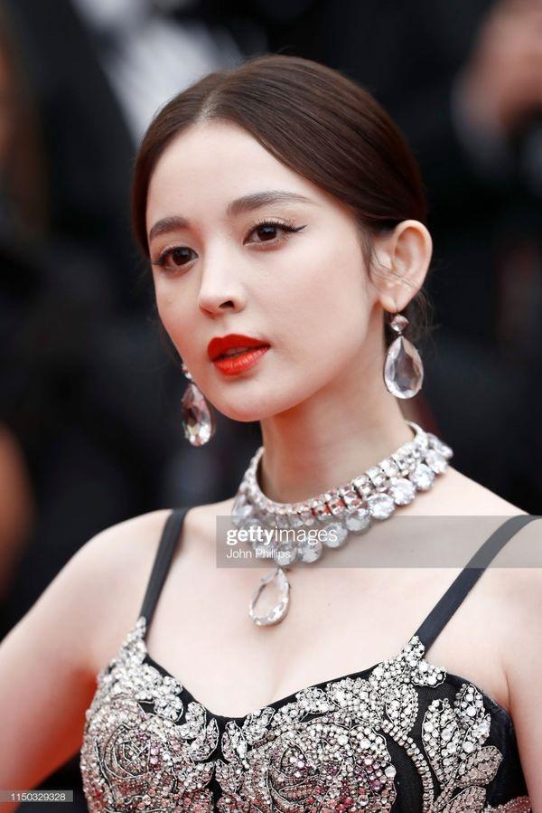 Thảm đỏ Cannes 2019 ngày 6: Cổ Lực Na Trát đẹp tựa nữ thần, Ngọc Trinh gây choáng váng với trang phục 'mặc mà như không' 5