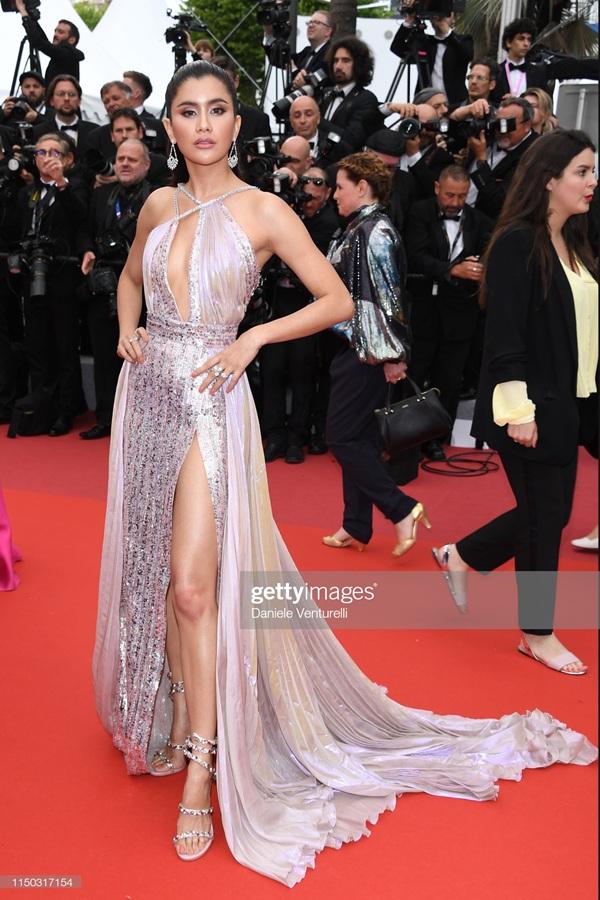 Thảm đỏ Cannes 2019 ngày 6: Cổ Lực Na Trát đẹp tựa nữ thần, Ngọc Trinh gây choáng váng với trang phục 'mặc mà như không' 20
