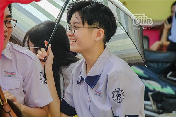 Cô nàng tomboy cao 1m80 trường Chuyên Trần Đại Nghĩa hút ngàn fan girl nhờ vẻ đẹp 'nam thần' 0