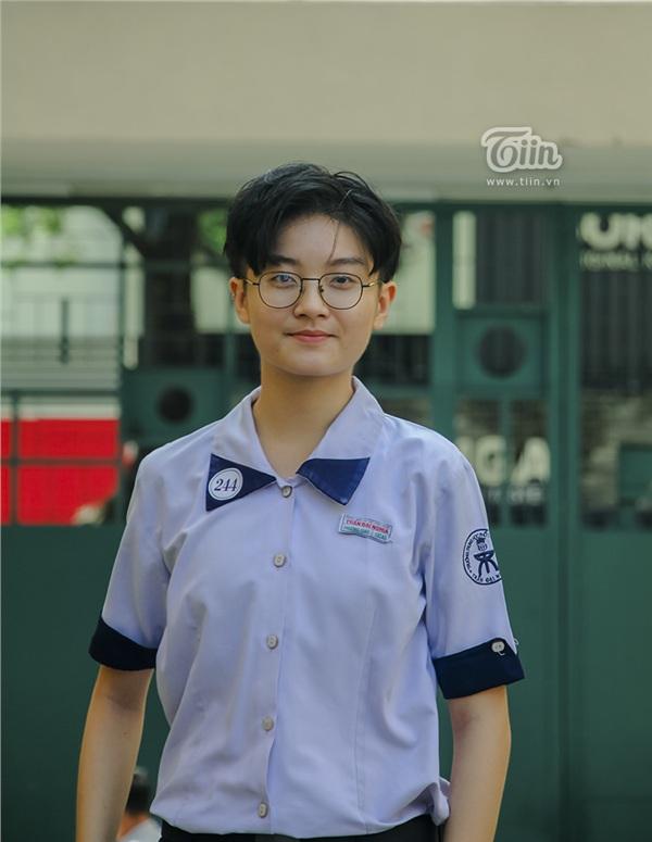 Cô nàng tomboy cao 1m80 trường Chuyên Trần Đại Nghĩa hút ngàn fan girl nhờ vẻ đẹp 'nam thần' 4