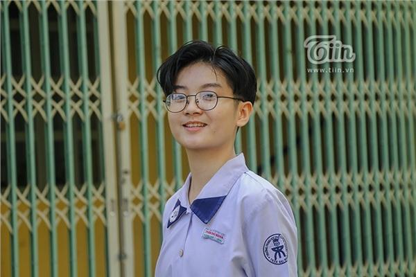 Cô nàng tomboy cao 1m80 trường Chuyên Trần Đại Nghĩa hút ngàn fan girl nhờ vẻ đẹp 'nam thần' 9