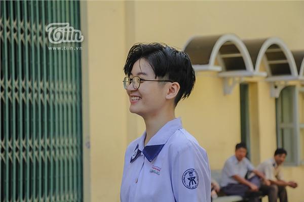 Cô nàng tomboy cao 1m80 trường Chuyên Trần Đại Nghĩa hút ngàn fan girl nhờ vẻ đẹp 'nam thần' 11