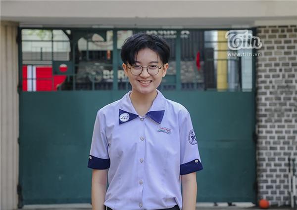 Cô nàng tomboy cao 1m80 trường Chuyên Trần Đại Nghĩa hút ngàn fan girl nhờ vẻ đẹp 'nam thần' 13