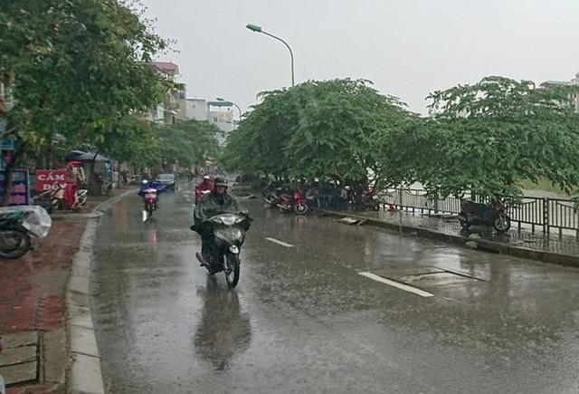 Hà Nội có mưa dông do ảnh hưởng của khối áp cao lục địa. Hình minh họa