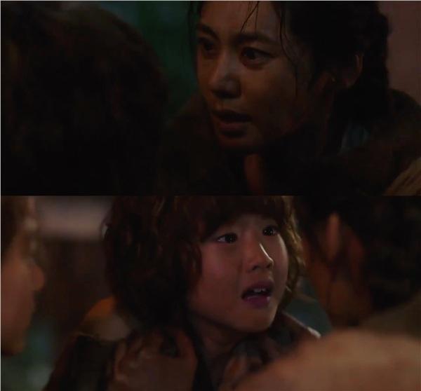 'Arthdal Chronicles' lên sóng 2 tập đầu: Jang Dong Gun là vị tướng tàn bạo, Song Joong Ki không cứu nổi Kim Ji Won 3