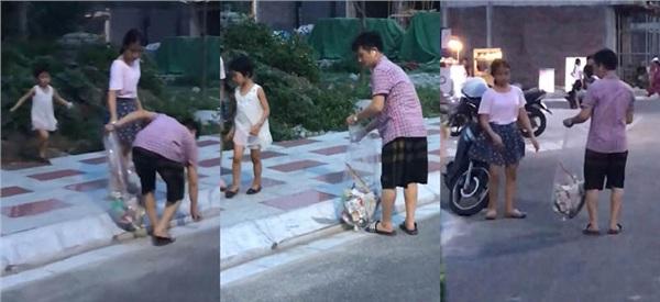Người đàn ông cùng các con vừa đi bộ, vừa nhặt rác trên tuyến phố đi bộ Tam Bạc (Hải Phòng).