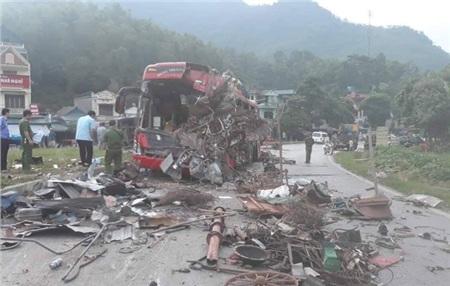 Hiện trường vụ tai nạn kinh hoàng khiến 3 người tử vong, 38 người bị thương ở Hòa Bình 0
