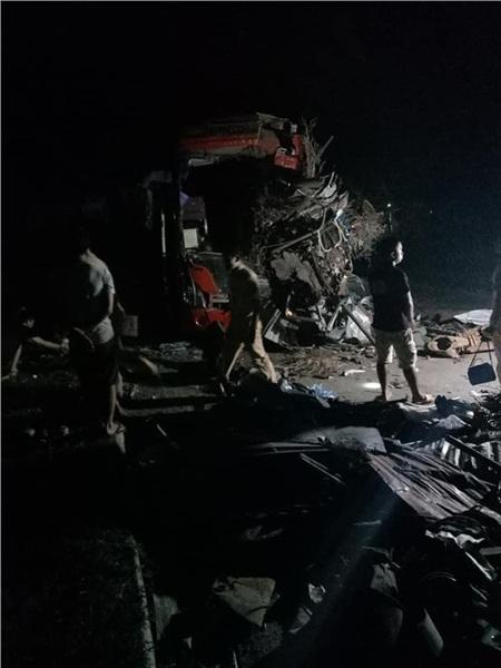 Hiện trường vụ tai nạn kinh hoàng khiến 3 người tử vong, 38 người bị thương ở Hòa Bình 4