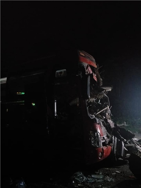 Hiện trường vụ tai nạn kinh hoàng khiến 3 người tử vong, 38 người bị thương ở Hòa Bình 3