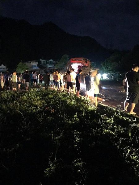 Hiện trường vụ tai nạn kinh hoàng khiến 3 người tử vong, 38 người bị thương ở Hòa Bình 7