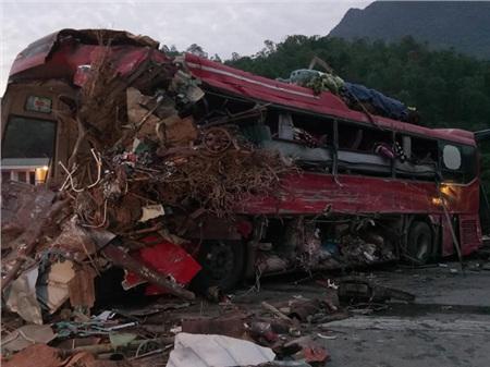 Hiện trường vụ tai nạn kinh hoàng khiến 3 người tử vong, 38 người bị thương ở Hòa Bình 9