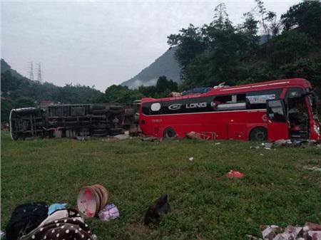 Hiện trường vụ tai nạn kinh hoàng khiến 3 người tử vong, 38 người bị thương ở Hòa Bình 12