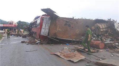 Hiện trường vụ tai nạn kinh hoàng khiến 3 người tử vong, 38 người bị thương ở Hòa Bình 14