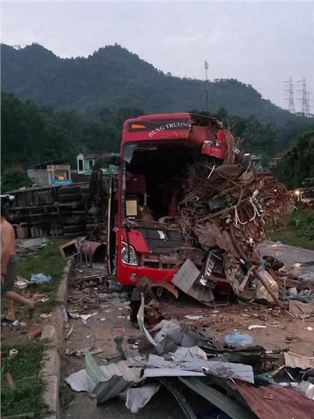Hiện trường vụ tai nạn kinh hoàng khiến 3 người tử vong, 38 người bị thương ở Hòa Bình 10