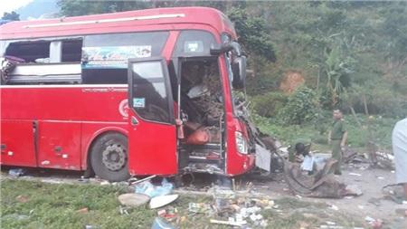 Hiện trường vụ tai nạn kinh hoàng khiến 3 người tử vong, 38 người bị thương ở Hòa Bình 11