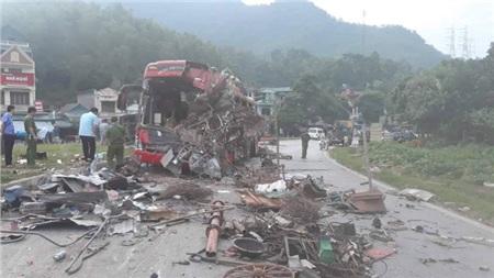Hiện trường vụ tai nạn kinh hoàng khiến 3 người tử vong, 38 người bị thương ở Hòa Bình 15