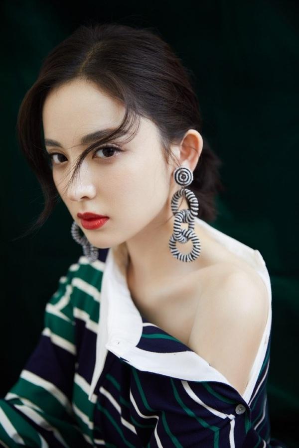 Victoria bị chê 'biến váy hiệu thành đồ Taobao' khi đụng hàng với Cổ Lực Na Trát 4