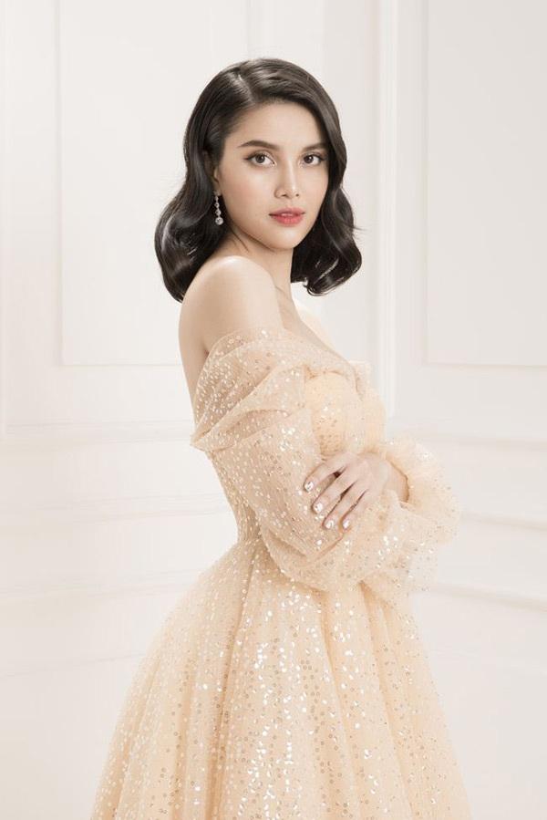 Sau 2 năm kể từ khi đăng quang Á Hậu cuộc thi Hoa hậu Đại Dương, Diệu Thùy ngày càng rạng rỡ và đầy sức hút.