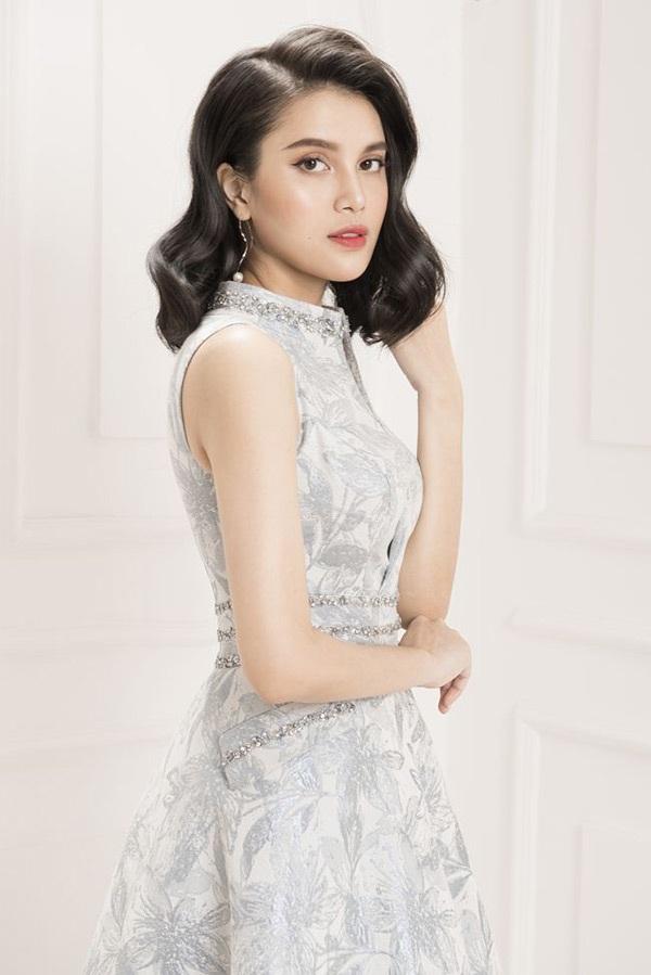 Á hậu Diệu Thùy khoe dáng nuột nà với váy áo gợi cảm 4