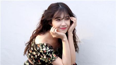 Vậy mà mới đây, có một đàn em đã được khen ngợi là hát hay không thua kém Taeyeon, thậm chí còn có phần hơn. Người đó không ai khác, chính là giọng hát chính của Apink - Eunji.