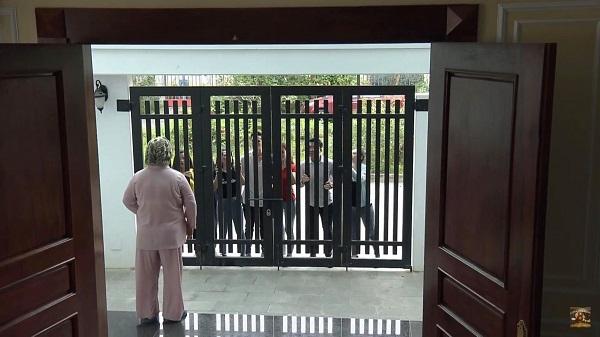 Kéo đến văn phòng chưa đủ, đám nạn nhân còn đến tận nhà chồng của Yến và làm loạn.