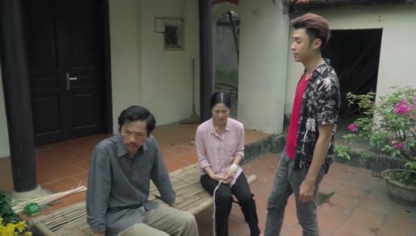 Quang nói thẳngnghi ngờ của hắn với ông Sơn'Bây giờ giá đất đang tăng, ông định vớ mẹ tôi để cuỗm luôn cái nhà này chứ gì?' và cảnh báo'Đừng có mơ'