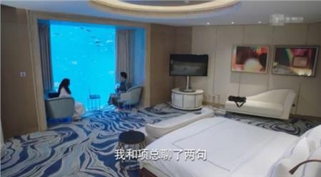 Choáng với độ 'chịu chơi' của đoàn phim 'Cá mực hầm mật', phòng khách sạn có giá lên tới 9 chữ số 0