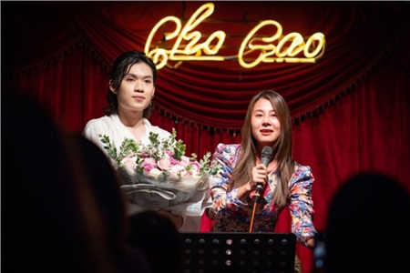 Lần đầu làm show riêng, Quang Trung khiến khán giả 'tròn mắt' vì hát live liên tục 23 ca khúc 4