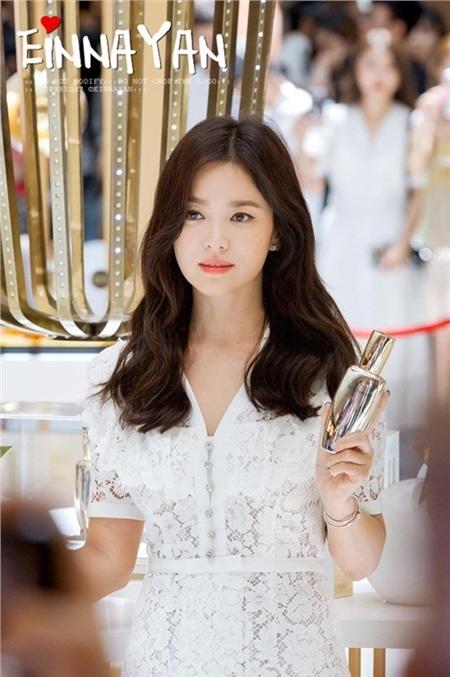 Hình ảnh trẻ trung, rạng rỡ của Song Hye Kyo trong sự kiện gần đây khiến nhiều người xuýt xoa