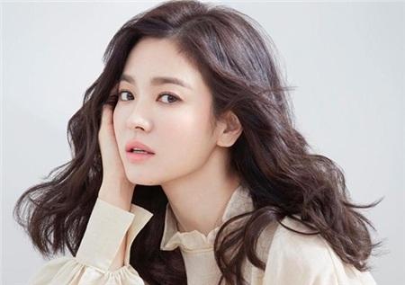 Một trong những đặc điểm khiến Song Hye Kyo luôn giữ vị trí top người đẹp hàng đầu xứ Kim Chi là làn da đẹp không thốt nên lời